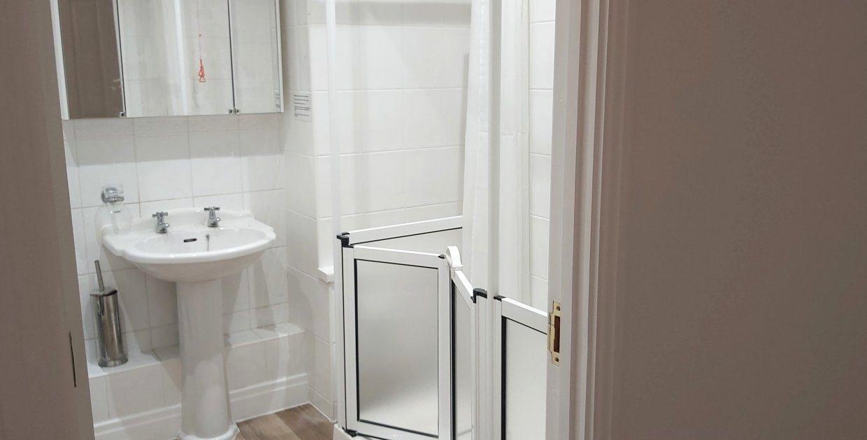 18 tetley bathroom