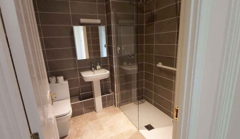 5 Tetley bathroom